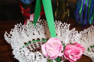 DIY-Doily-Flower-Basket