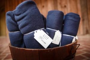 DIY-Guest-Blankets