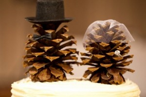 DIY-Pinecone-Couple-Topper