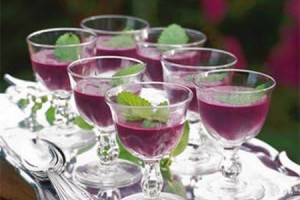 diy-blueberry-soup-shooters