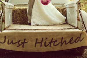 diy-burlap-tailgate-sign
