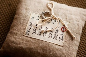 diy-calendar-ring-pillow