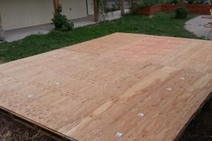 diy-stationary-pallet-plywood-dance -floor