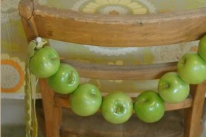 diy-apple-chair-garland