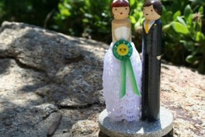 diy-clothespins-couple-topper