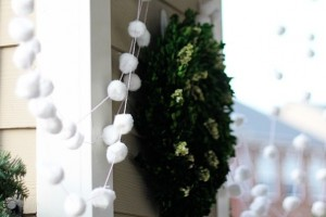 diy-snowball-garland