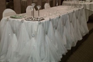 diy-broach-gathered-table-skirt