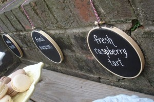 diy-chalkboard-embroidery-hoop-signs