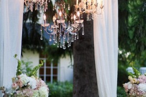 diy-chandelier-curtain-display