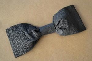 diy-crepe-paper-bow-tie
