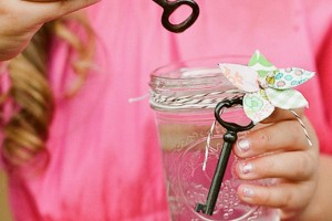 diy-flower-girl-bubble-jar