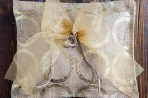 diy-no-sew-burlap-ring-pillow