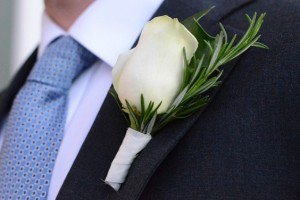 diy-rose-boutonniere