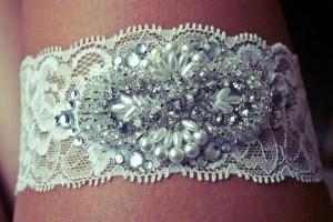 DIY-Lace-Applique-Garter
