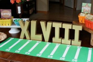 diy-football-field-table-runner