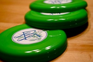 diy-personalized-frisbee-favors