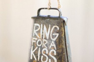 diy-reception-kiss-bell