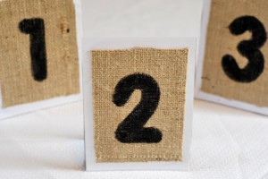 diy-burlap-stand-table-numbers