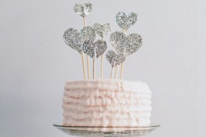 diy-glitter-heart-cake-topper