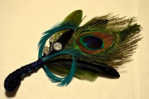 diy-peacock-feather-boutonniere