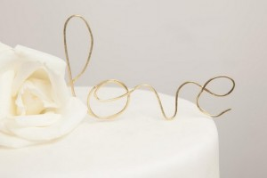 diy-wire-word-cake-topper