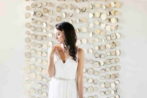 diy-dangling-wood-slice-backdrop