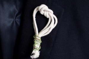 diy-figure-eight-knot-boutonniere