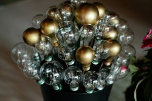diy-lightbulb-topiary
