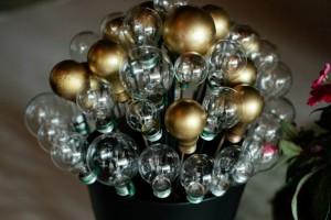 diy-lightbulb-topiary