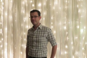 diy-string-lights-curtain-backdrop