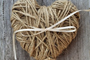 diy-twine-heart-ring-pillow