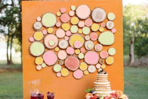 diy-wood-slice-art-backdrop